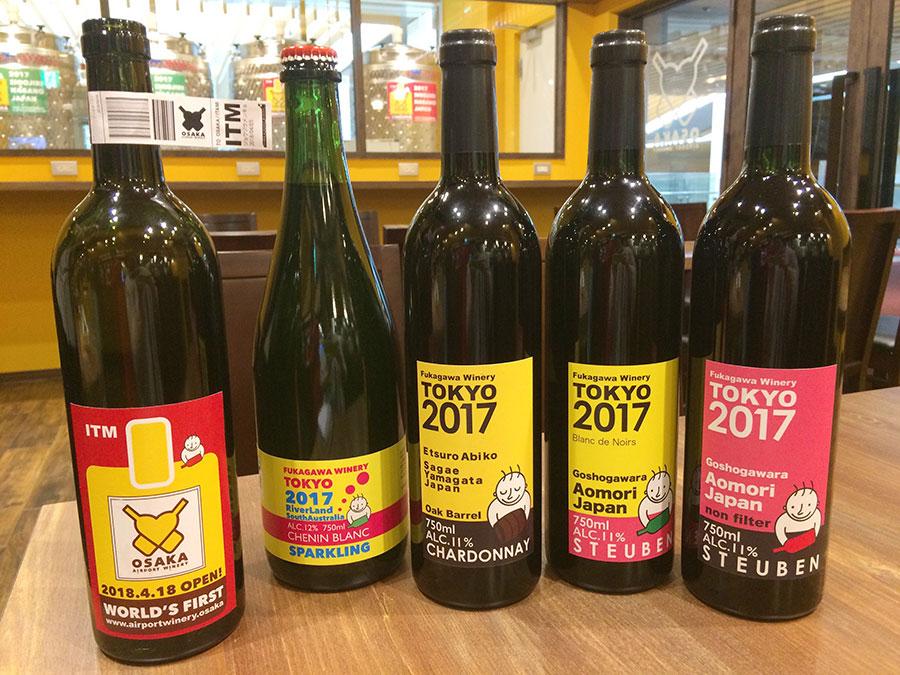 ボトルワイン2900円からで、販売もOK。左端はこちらで醸造したワインのボトルイメージ。販売は6月頃の予定