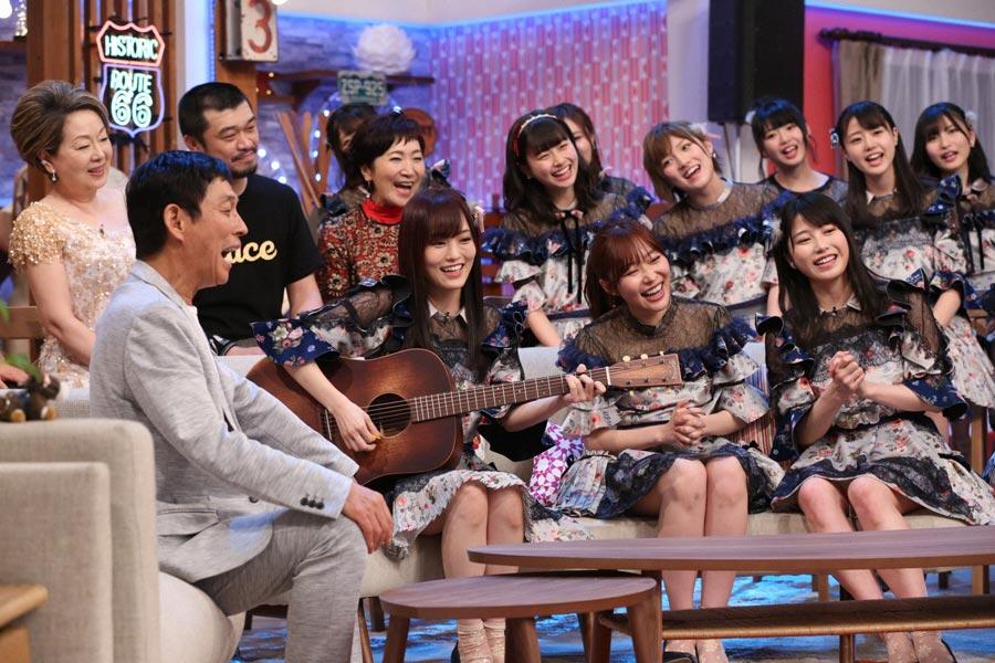 よしもとの後輩にあたるNMB48の山本彩がさんまに弾き語りをプレゼント