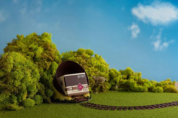 新神戸駅から谷上駅まで続くトンネルを抜ける車両の光景にインスピレーションを受けたという