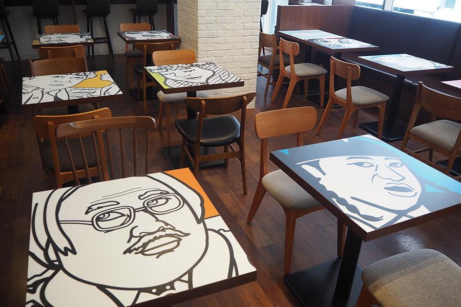 テーブルも人気クリエイターのイラストをデザイン。推しのクリエイターが当たればラッキー