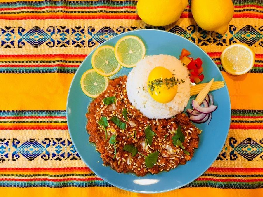 「SPICE★CURRY43」より、レモンの爽やかな酸味と豊かな香りがクセになる丹波地鶏の粗挽きキーマ