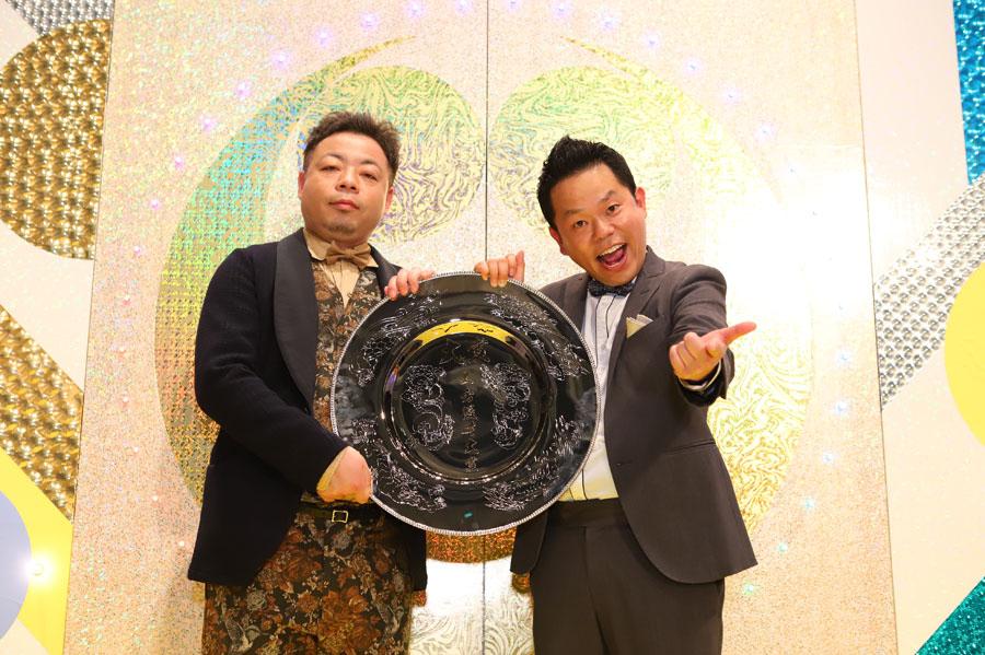大賞を受賞したダイアン(左から西澤、津田)
