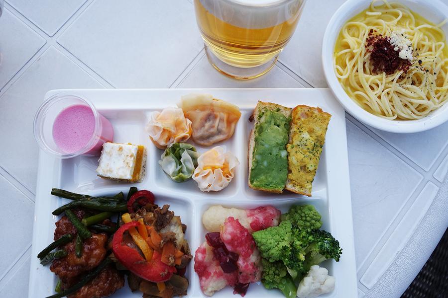 自分でパスタをゆでるスープスパゲティ、牛肉と3種ピーマンのプルコギ、野菜の点心など