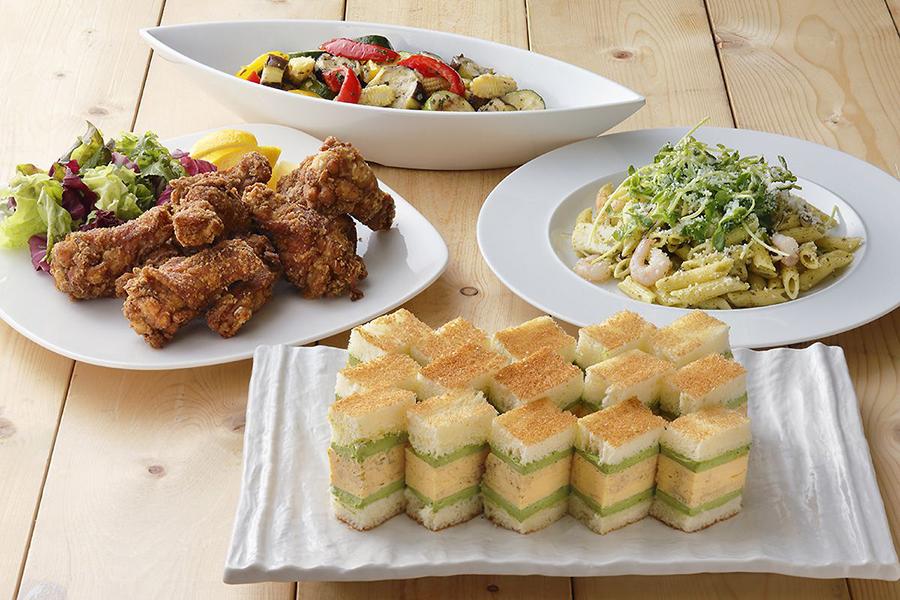 緑茶ジェノベーゼのシーフードペンネ、カラフル野菜の緑茶ドレッシングマリネなどお茶を使ったフードも