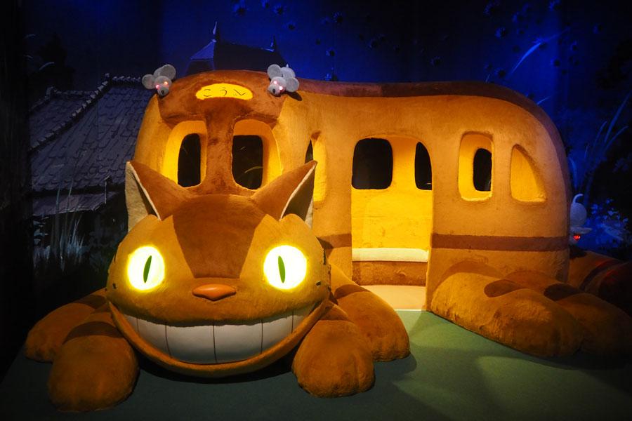 『となりのトトロ』のネコバスは撮影OK。行き先もちゃんと「こうべ」になっている (C)Studio Ghibli