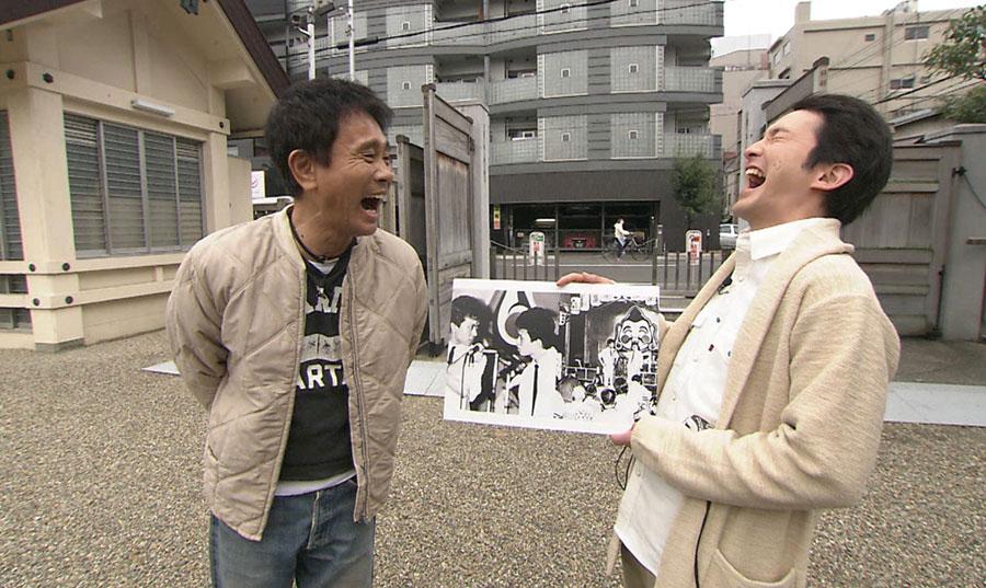 浜田と松本がNSC時代に、初めて人前で漫才を披露した、いわばダウンタウンの原点ともいえる神社へ