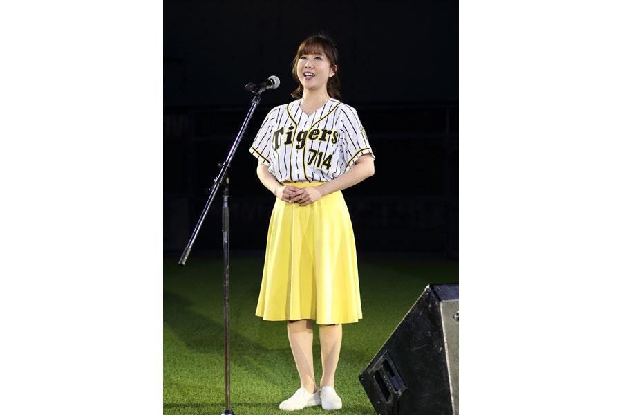 阪神タイガースのホームゲーム開幕セレモニーで国歌独唱をつとめた苫田亜沙子