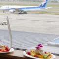 「ノースショア カフェ&ダイニング」では、離着陸する機体を眺めながらスイーツやサンドなどがいただける