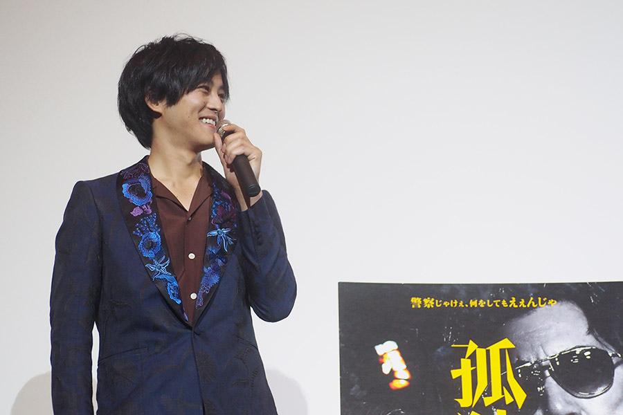 映画『孤狼の血』の舞台挨拶に登場した松坂桃李(26日・大阪市内)