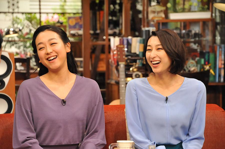 『さんまのまんま春SP』ゲストの浅田真央(左)と浅田舞
