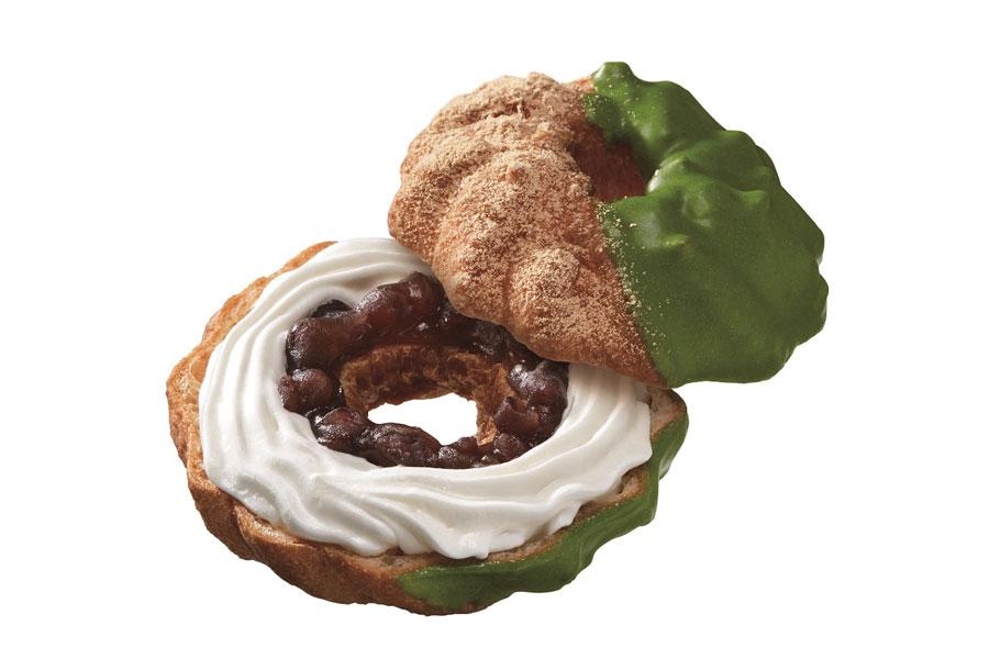ふんわりもっちりとしたシュー生地に、あずきとホイップクリームをサンドし、抹茶チョコでコーティングした「ドーナツシュー 宇治抹茶あずき」(183円)