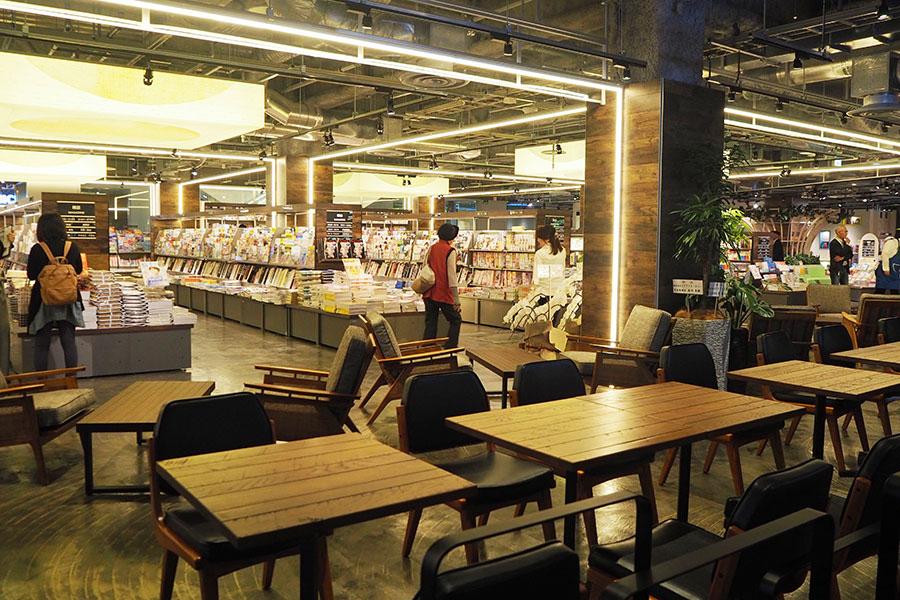 カフェやキッズスペースを併設した、滋賀県初となる「TSUTAYA BOOK STORE」