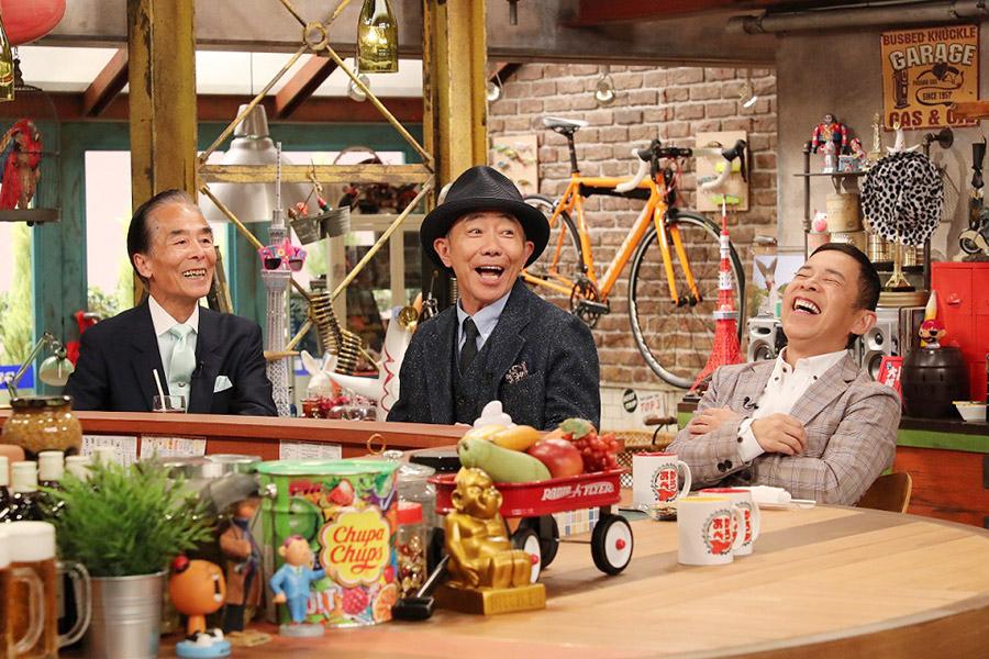 左から、木梨の隣人・林恭弘さん、木梨憲武、MCの岡村隆史
