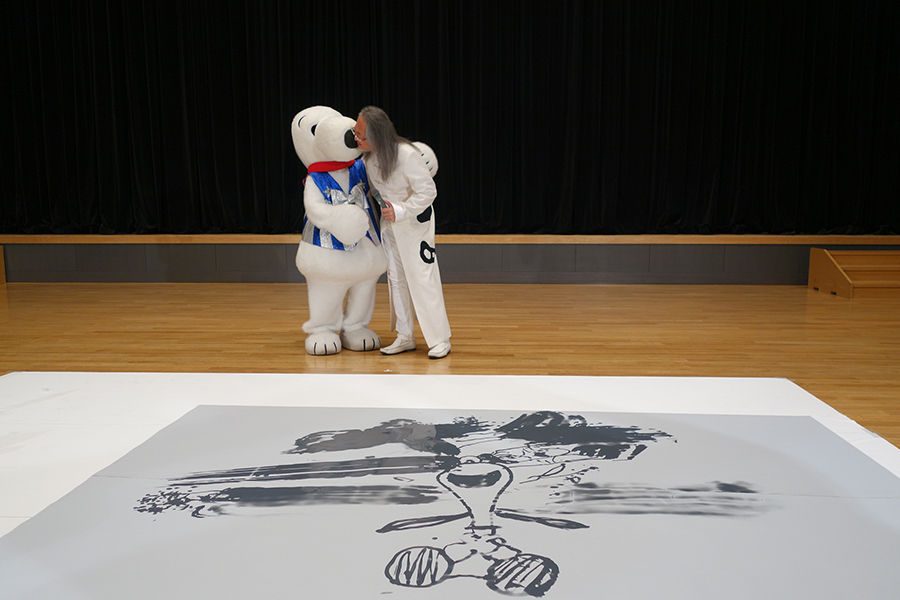 オープニングセレモニーで、グリフアートのパフォーマンスを披露した大谷氏
