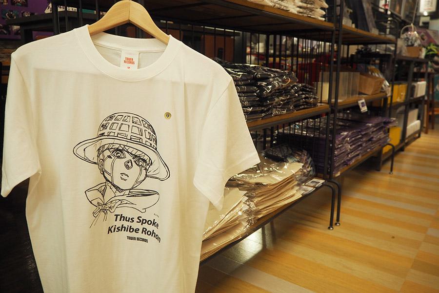 コラボグッズも充実。Tシャツは3564円