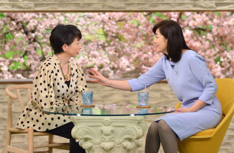 左から、阿川佐和子、菊池桃子