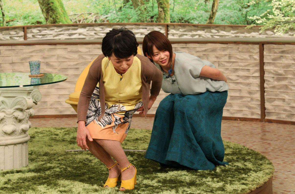 金メダリストから手ほどきを受ける阿川佐和子