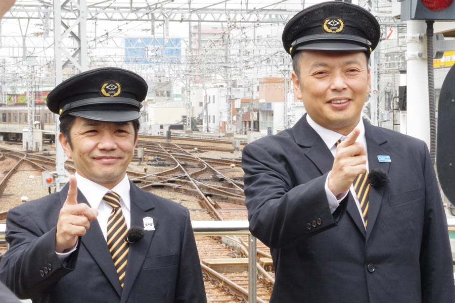 『鉄オタ選手権』で司会を務める中川家の剛(左)と礼二