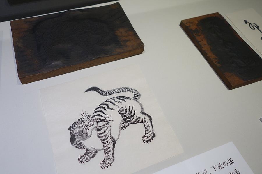 虎屋が所蔵する木版。竹笹堂の摺師によって、木版画としてよみがえった