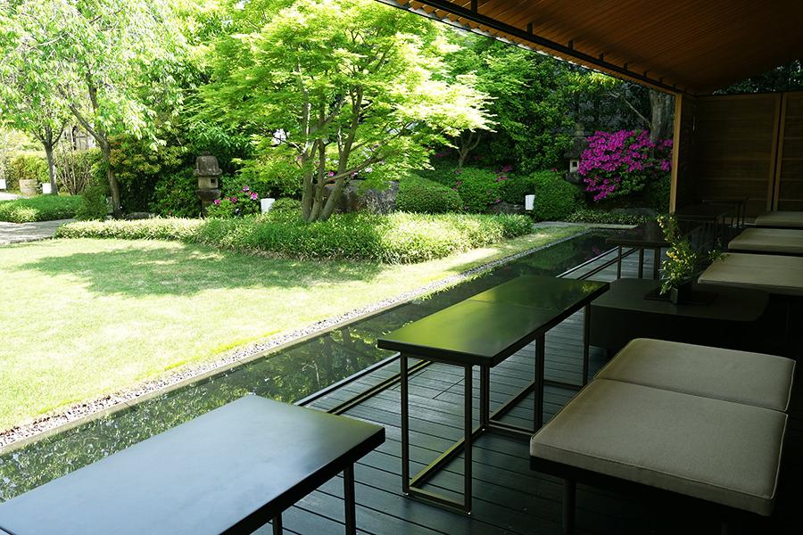 緑が美しい、虎屋菓寮 京都一条店。観賞後、ぜひお菓子を楽しみたい