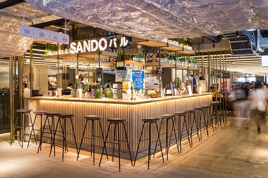 「京都タワーサンド」の地下1階は、京都の名店の料理を一度に楽しめるフードコートスタイルに