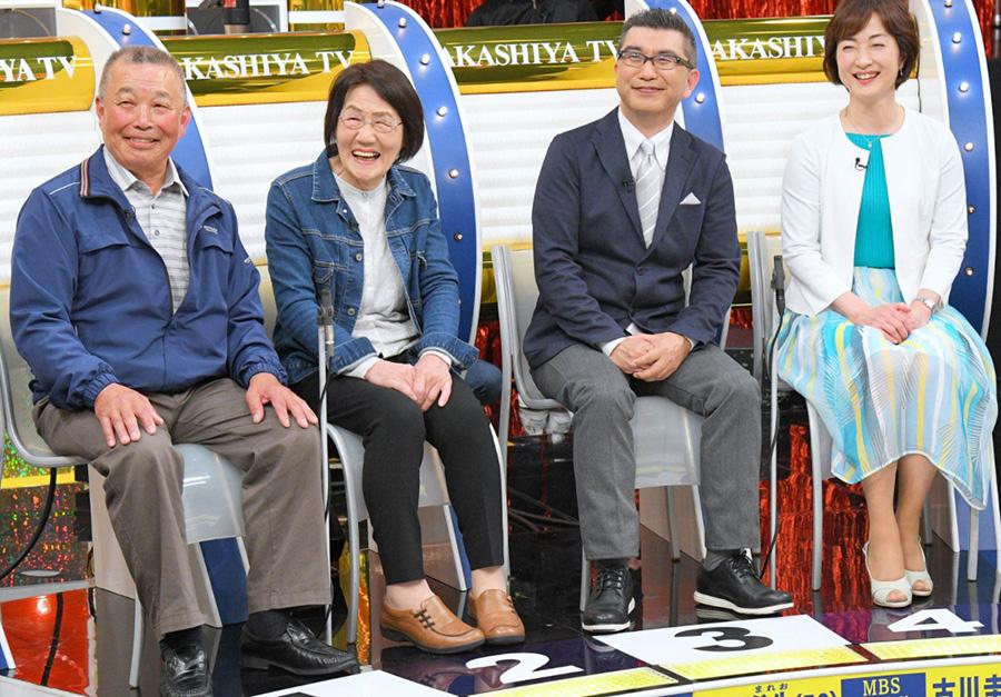 左から、滋賀県沖島で漁業を営む奥村さん夫婦、MBSアナウンサーの亀井希生・古川圭子夫婦