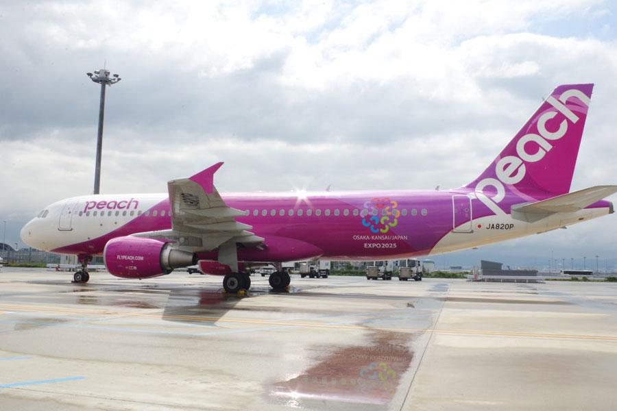 同社20機目として昨年末に導入した機体JA820Pに誘致ロゴをラッピング