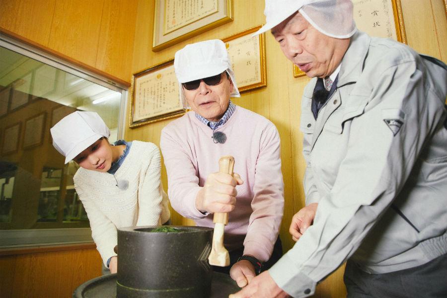 京の都からほど近い宇治がお茶で天下に名を知られるようになった理由を、タモリが探る