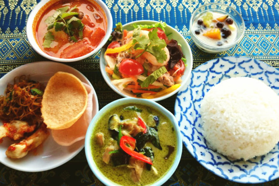 タイ料理 バーン リムナームの川床ランチ