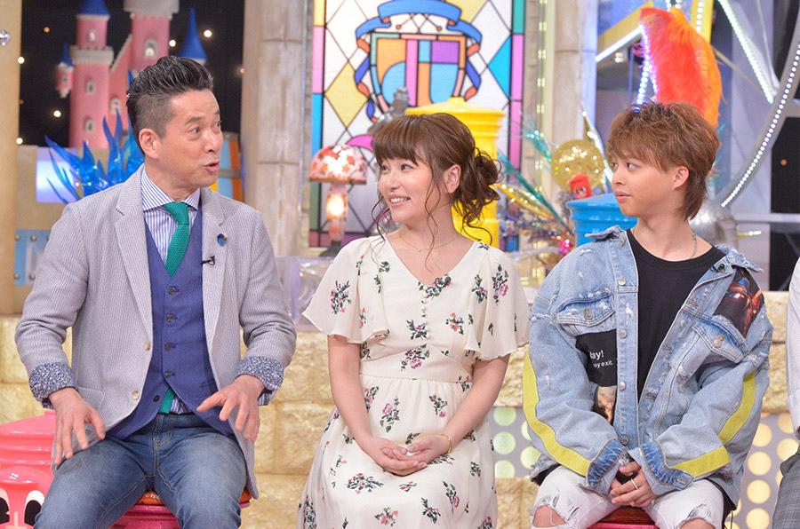 中央がせんだみつおの娘・せんだるか、左が西川きよしの息子・西川忠志、右が渡辺美奈代の息子・矢島愛弥