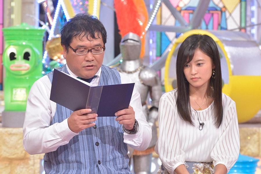 読売テレビ『ダウンタウンDX』にゲスト出演した小島瑠璃子(右)、左はカンニング竹山