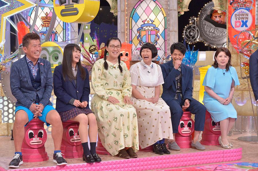 森崎ウィン(右から2番目)のほか、「今絶対に見逃せない人」として日本一かわいい女子高生・福田愛依も登場(左から2番目) © ytv