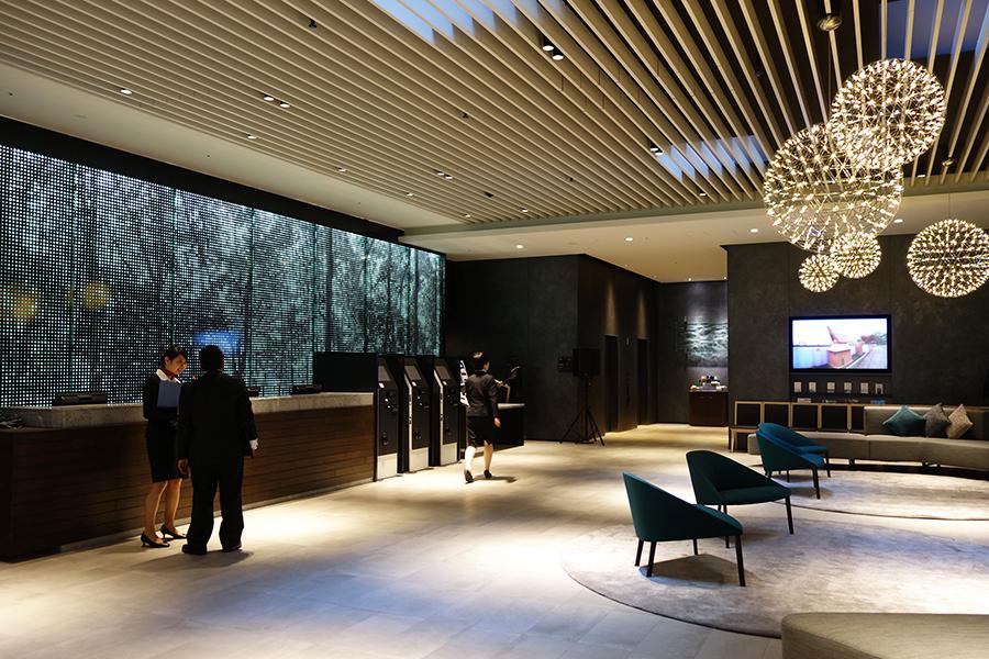 新しくオープンした「ホテルヴィスキオ大阪」のロビー