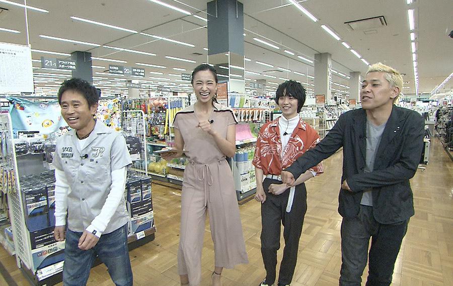 左から、浜田雅功、高橋ユウ、小越勇輝、田村亮(ロンドンブーツ1号2号) © ytv