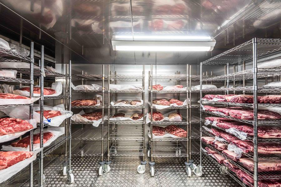 大型の熟成庫を持つからこそ可能な「肉キープ」サービス