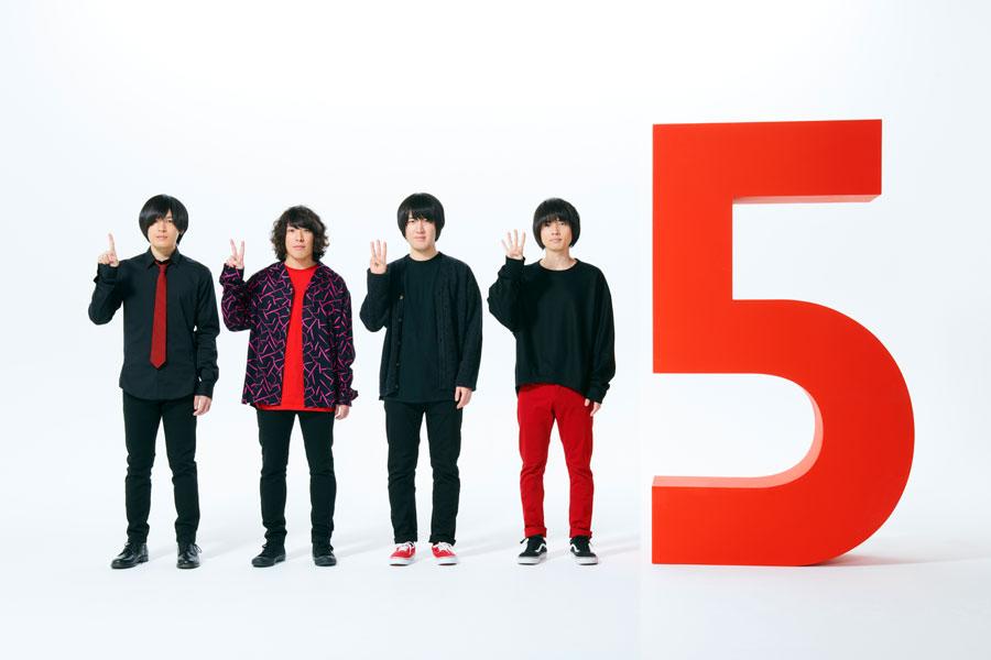 今年デビュー5周年を迎えるKANA-BOON(左から古賀隼斗(g)、谷口鮪(vo&g)、小泉貴裕(ds)、飯田祐馬(b)