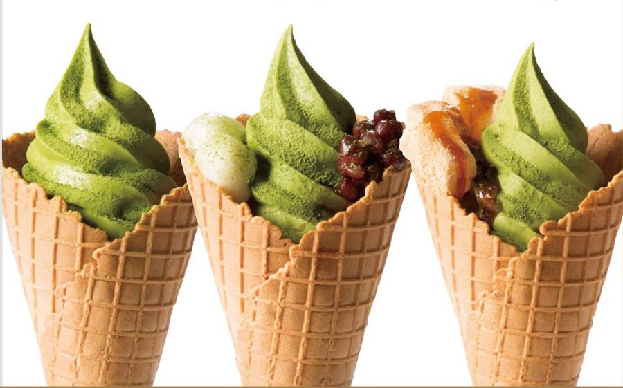 濃厚抹茶のソフトクリーム450円・税別。あずき白玉、きなこわらび餅トッピングも
