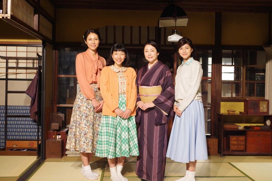 この日、クランクインしたキャスト。左から松下奈緒、安藤サクラ、松坂慶子、内田有紀(1日・NHK大阪放送局)