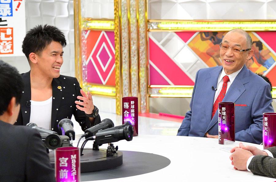 昨年末、『戦え!スポーツ内閣』に出演した落合博満氏、左はMCの武井壮