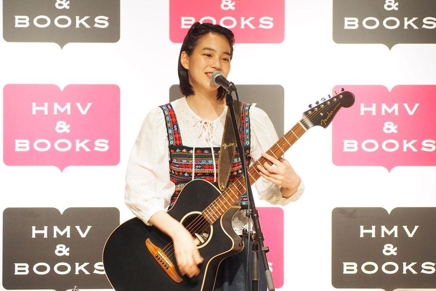 矢野顕子による「わたしはベイベー」など3曲を披露したのん