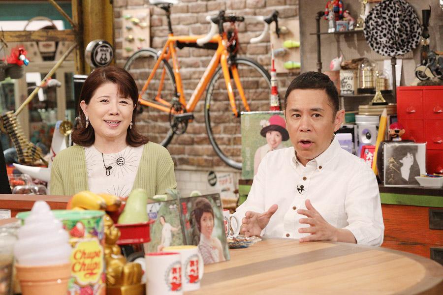 トークバラエティ『おかべろ』にゲスト出演した森昌子(左)、右はMCの岡村隆史
