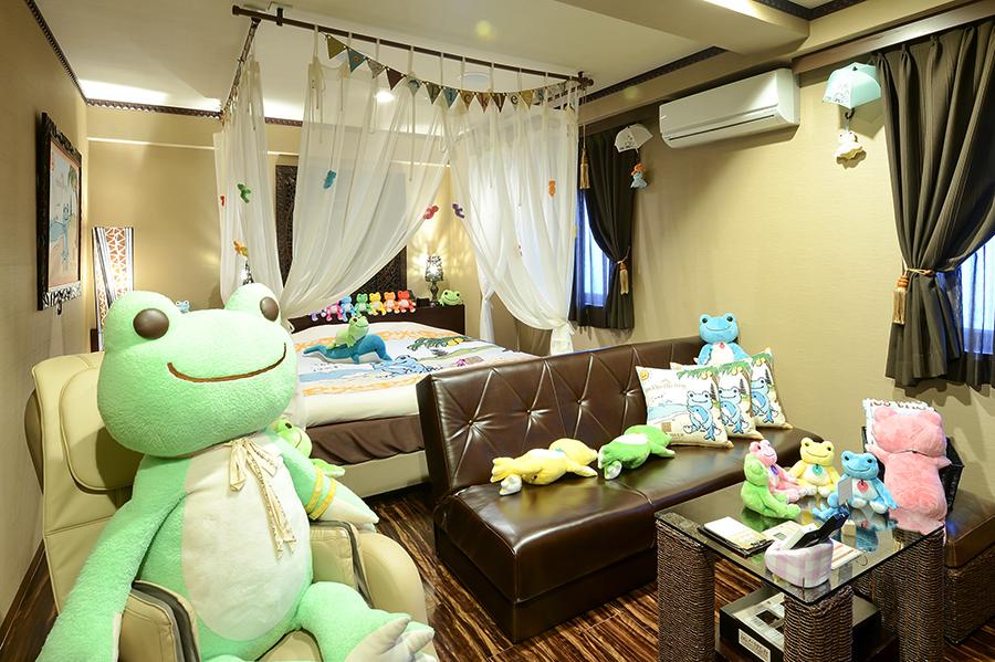 人気のぬいぐるみ「ピクルス」とコラボ。かえるだらけの客室に、宿泊者限定のスイーツやモーニングも