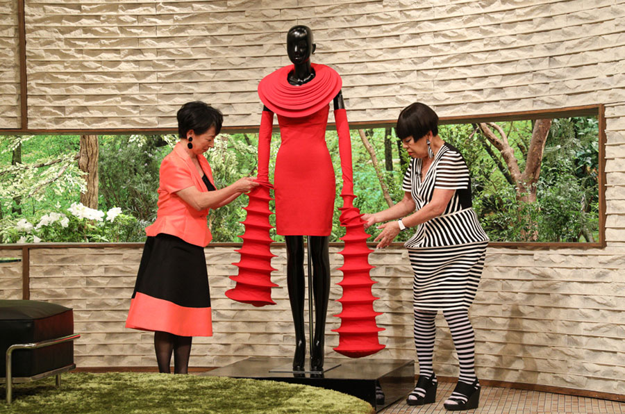 立体的な造形が美しいドレスを解説