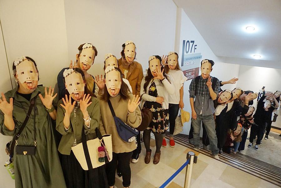 『超くっきーランドneoneo』に訪れたマスク着用の来場者たち