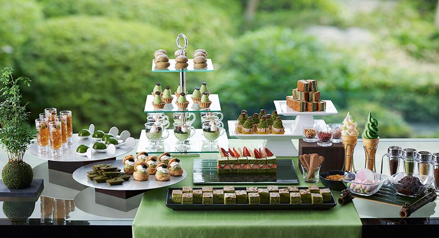 抹茶ティラミス、抹茶ショートケーキ、ほうじ茶シューのほか、口直しのフルーツも