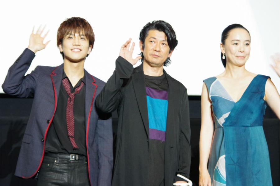 左から、舞台挨拶に登壇した岩田剛典、永瀬正敏、河瀨直美監督