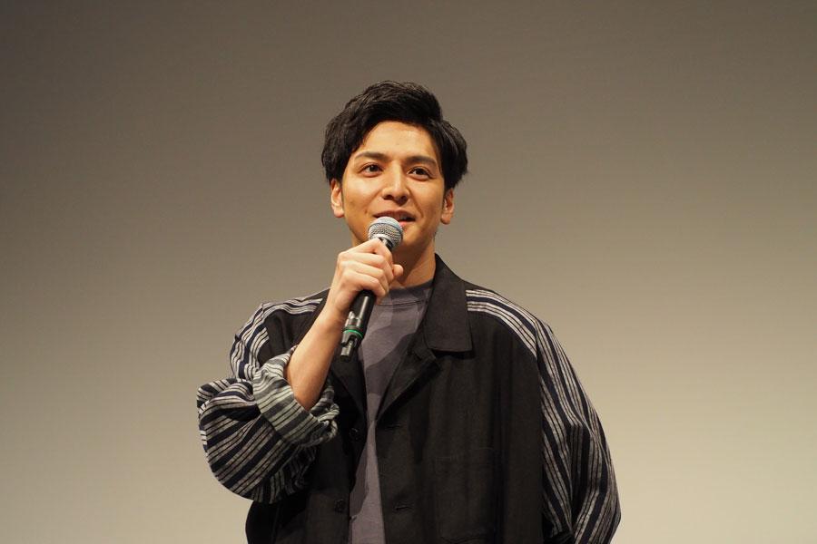 舞台挨拶に登壇した生田斗真(13日、大阪市内)