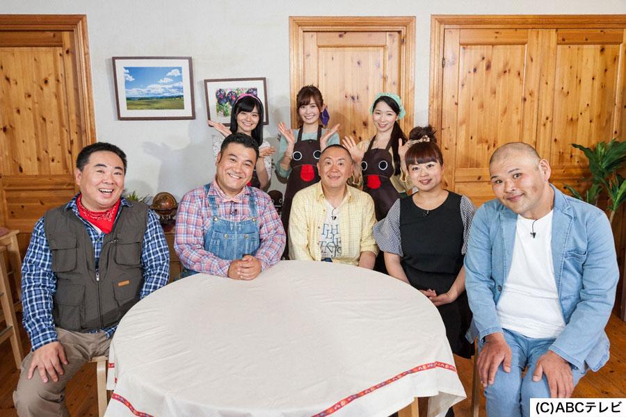 (前列左から)塚地、山崎、松村邦洋、まぁこ、HIRO(後列は山ガール)