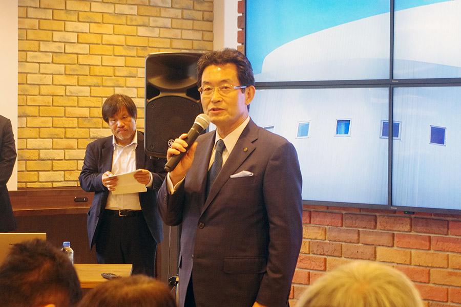 神戸の発展に意気込む神戸新聞社の高士薫社長。120は反対に読んで0(ゼロ)to(ツー)1(ワン)、無から有を生み出すという意味