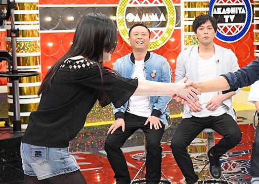 NSC新入生のなかには「さんタク」を見て、さんまの大ファンになり、日本語を勉強して中国・北京から来た22歳の女性も。憧れのさんまを目の前に感極まって泣き出してしまう